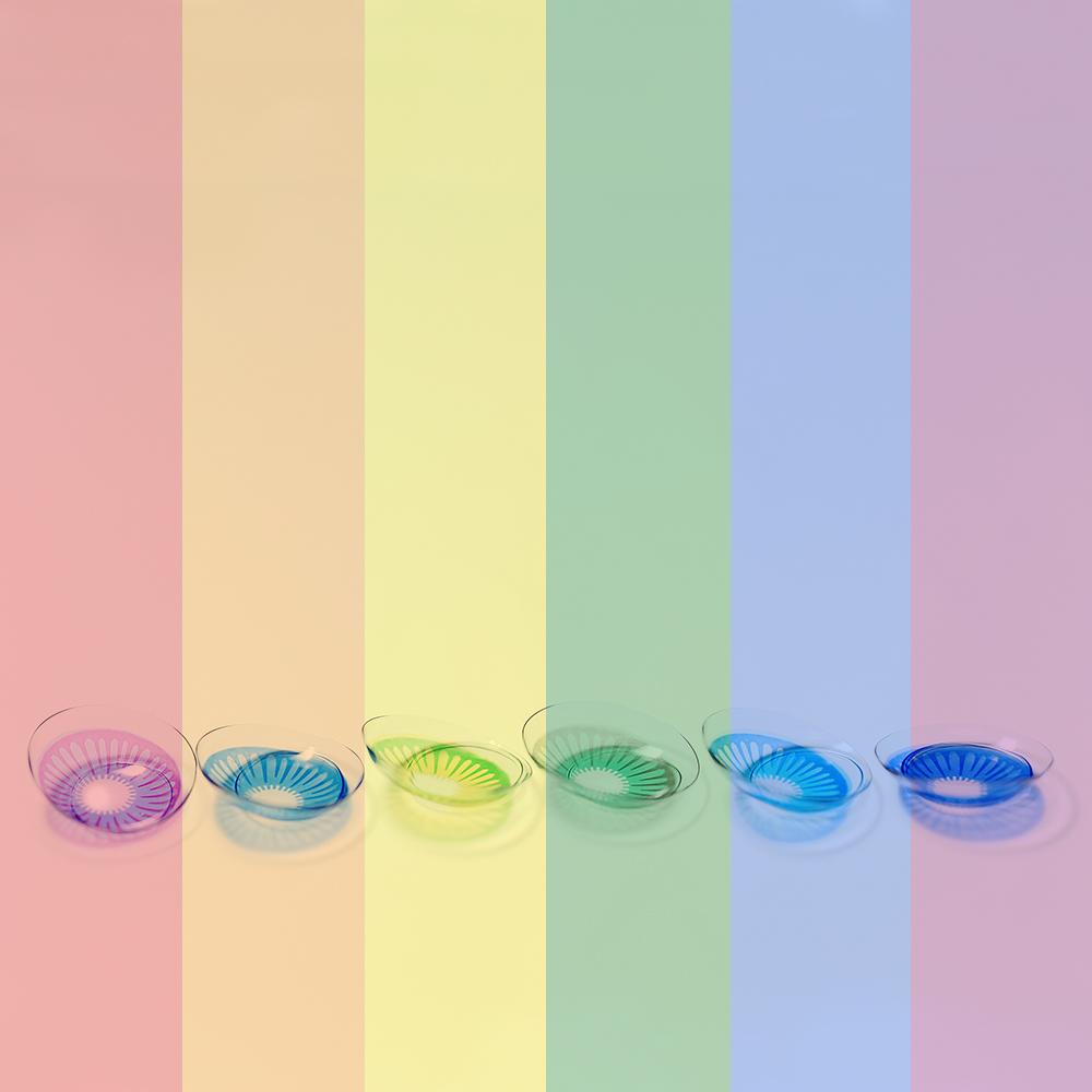 O acessório colorido cria um visual diferenciado e um plus surpreendente na make