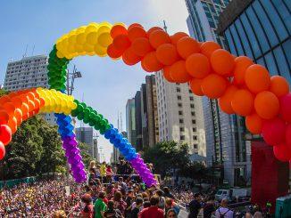 Com um público estimado em 4 milhões de pessoas, a Parada do Orgulho LGBT+ de São Paulo é o segundo evento que mais atrai turistas para a cidade