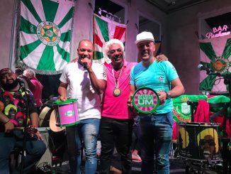 Os artistas subiram ao palco do Bar Brahma SP e Ivo Meirelles agradeceu a eles a importância que tiveram na época que o sambista era presidente da Verde e Rosa do Rio de Janeiro.