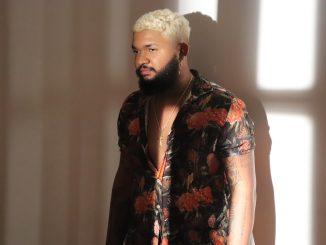 """Yhago Sebaz canta as dores de um relacionamento usando futurismo e ancestralidade em seu novo álbum e clipe """"Meio Amargo"""""""